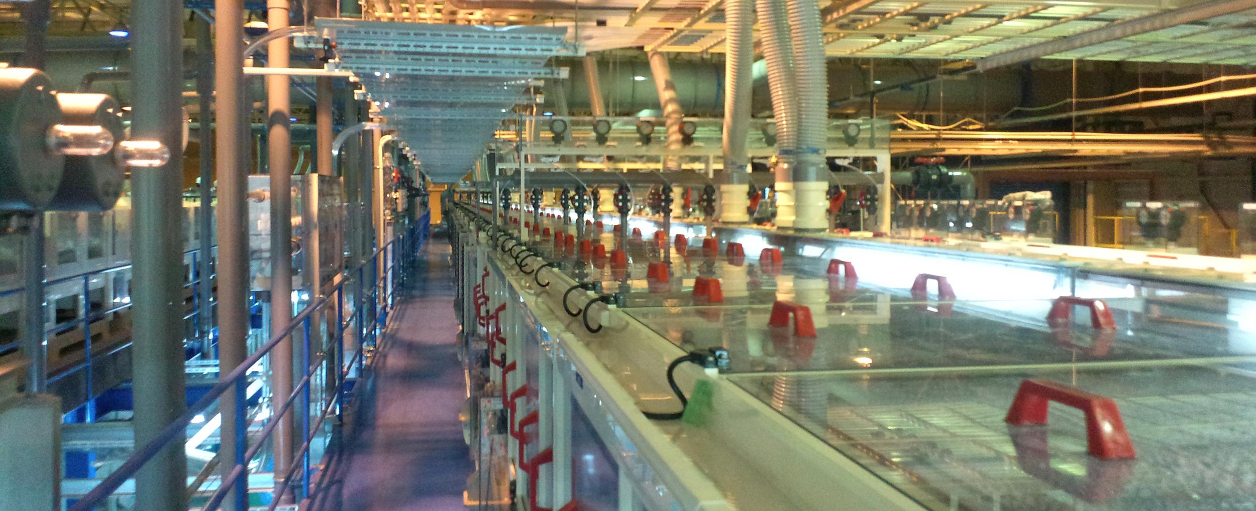 世界初の独自技術による研磨で 中小型液晶のスリミング国内シェアNo.1